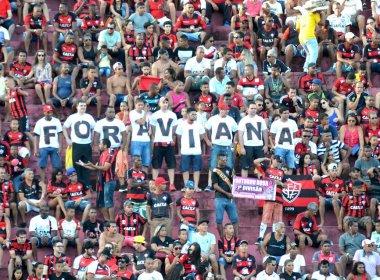 No Barradão, torcedores do Vitória protestam contra presidente Raimundo Viana