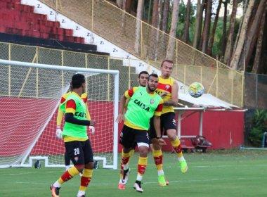 Argel comanda treino, mas não dá pistas do time que vai encarar o Atlético-PR