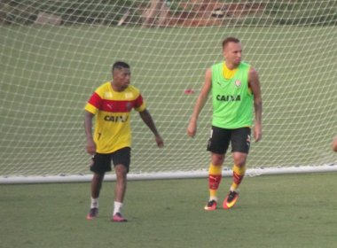 Marinho se reapresenta ao Vitória e participa de treinamento
