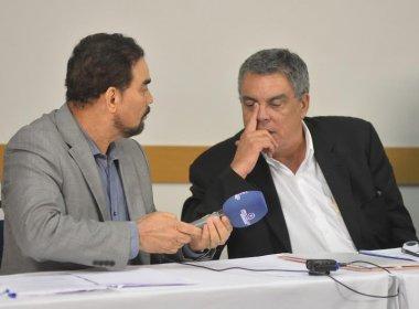 Paulo Carneiro e Ivã de Almeida discutem no intervalo do debate à presidência do Vitória