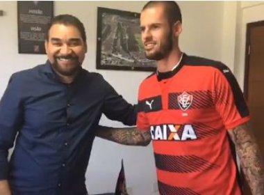 Zagueiro Fred assina contrato e é novo reforço do Vitória