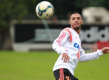 Vitória oficializa contratação do atacante Paulinho, do Flamengo