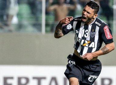 Sinval Vieira diz que atacante Carlos está próximo de ser anunciado pelo Vitória