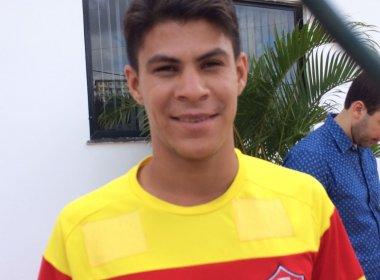 Vitória acerta contratação do meia-atacante Leandro