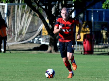 Uillian Correia comemora primeiro gol marcado com a camisa do Vitória