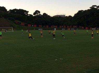 Com novidades, Wesley Carvalho comanda treino de olho no Avaí