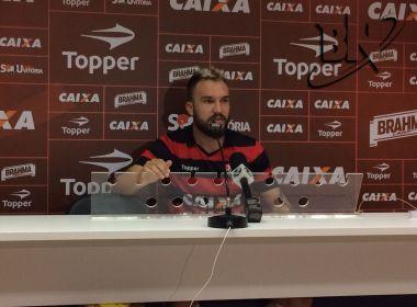 Volante do Vitória lamenta situação política do Brasil: 'Só a gente pode mudar isso'