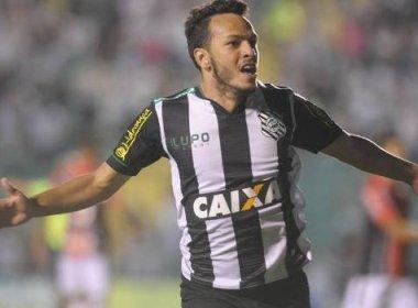 Yago desembarca em Salvador e acerta com o Vitória