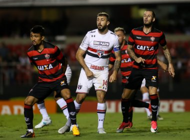 Vitória perde para o São Paulo e termina a rodada na lanterna do Campeonato Brasileiro