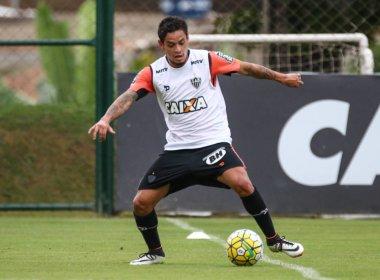 Vitória acerta com Carlos Eduardo; jogador chega em Salvador na madrugada desta terça