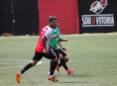 De olho no Atlético-PR, Vitória treina em campo de grama sintética; Patric é poupado