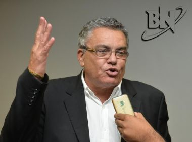 Paulo Carneiro apelida Ivã de Almeida de 'Quincas Berro d'Água': 'Enfraquecido'