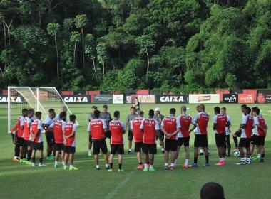 Após dispensar Paulinho e Salino, Vitória quer se livrar de mais jogadores