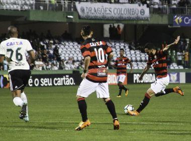 Fernando Miguel pega pênalti, Vitória bate Coritiba fora de casa e deixa o Z-4