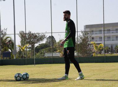 Fernando Miguel e Tréllez treinam normalmente e devem encarar a Chapecoense