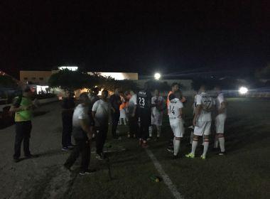 Jogo entre Jacuipense e Vitória é suspenso por falta energia e será reiniciado nesta quinta