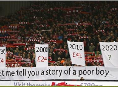 Liverpool desiste de aumento e congela valor dos ingressos por duas temporadas
