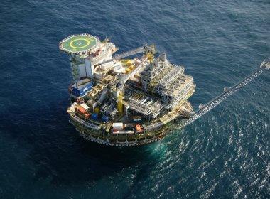 Produção de petróleo pela Petrobras em abril cresce 5% sobre março