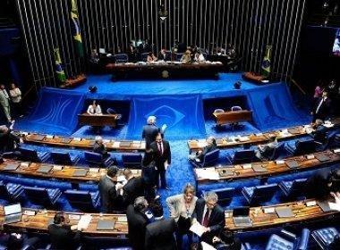 Senado aguarda chegada de Renan para tomar decisão sobre devolução de impeachment