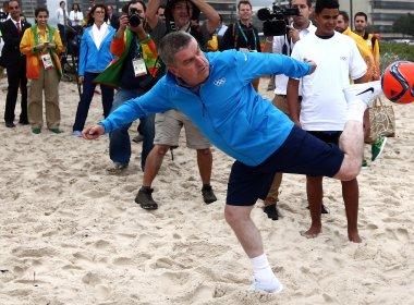 Presidente do COI ironiza atrasos no Rio 2016: 'Brasileiro termina tudo na última hora'