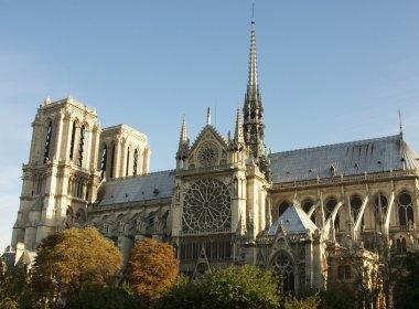 Garoto de 16 anos é preso suspeito de planejar ataque terrorista em Paris