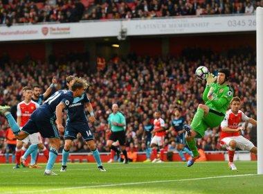Arsenal aguenta pressão, empata com Middlesbrough e assume liderança do Inglês