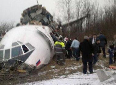 Não há sinal de sobreviventes no local da queda do avião, diz militar russo