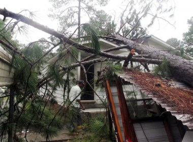 Temporais e tornado deixam 15 mortos no sul dos EUA