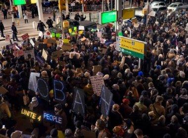 Ordem judicial revoga decisão de Trump ao proibir deportação de refugiados