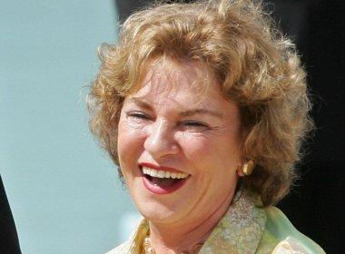 Populares homenageiam a ex-primeira dama e prestam apoio a Lula