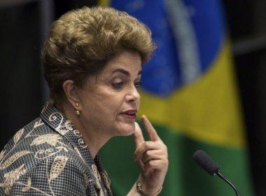 'O golpe ainda não acabou', diz Dilma em evento com petistas