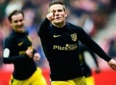 Gameiro sai do banco, marca três e Atlético goleia o Gijón no Espanhol