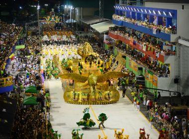 Homossexuais são agredidos em festa de escola de samba