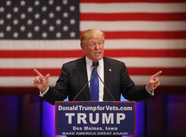 EUA lançam cerca de 60 mísseis na Síria; Trump diz que ataque é de 'vital interesse'