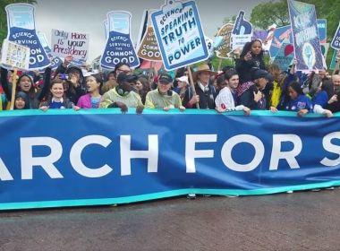 Cientistas deixam laboratórios e promovem Marcha pela Ciência pelo mundo