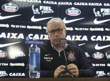 Presidente diz que Corinthians não está 'tão esperançoso' no acerto com Cicinho