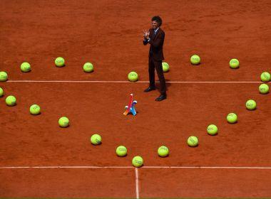 Homenageado, Guga celebra história em Roland Garros: 'Só posso agradecer'