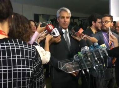 Oposição pede a Maia que denúncia siga rito do impeachment
