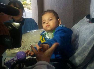 Prematuro de 28 semanas, menino ganha alta após três anos em hospital