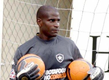 Botafogo confirma morte cerebral do ex-goleiro Max aos 42 anos