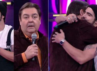 Caio Castro abraça Faustão dois anos após mal-entendido em programa