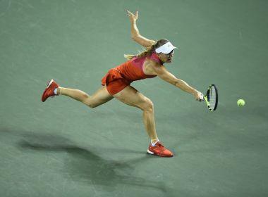 Wozniacki vence de virada na estreia em Tóquio e encara Cibulkova