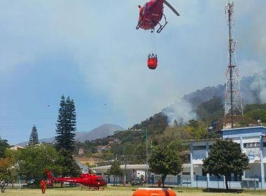 Bombeiros tentam há três dias conter incêndio em Nova Friburgo, no Rio de Janeiro