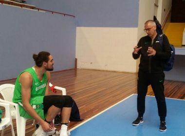 Seleção de basquete faz 1º treino no Chile e Varejão celebra retorno