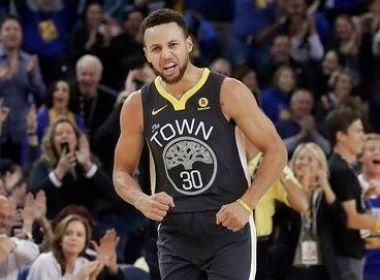 Após 11 jogos fora, Curry volta com dez cestas de 3 pontos em triunfo do Warriors