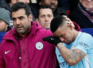 Gabriel Jesus se lesiona e Ederson defende pênalti em empate do City com o Palace