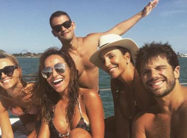 Ivete Sangalo, Carolina Dieckmann e Sabrina Sato aparecem curtindo lancha em Miami