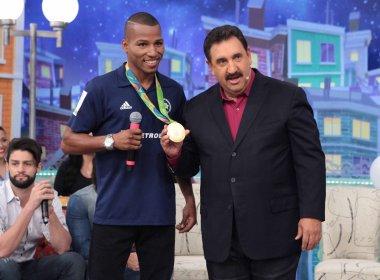 Ratinho recebe o boxeador baiano Robson Conceição nesta quarta-feira