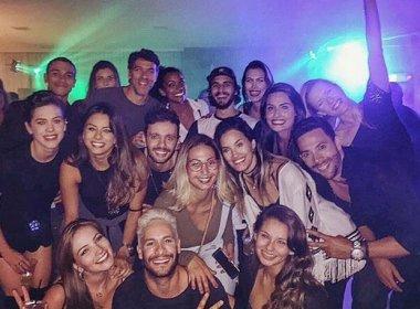Nego do Borel abre sua casa para festejar com amigos famosos
