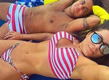 Thammy Miranda aparece de sunga em postagem da namorada  no Instagram